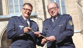 Helmut Argauer (rechts) und sein Nachfolger (links) Gerald Jüngel neuer Polizei Chef Polizeirevier Schwaebisch Gmuend 28 September 2018